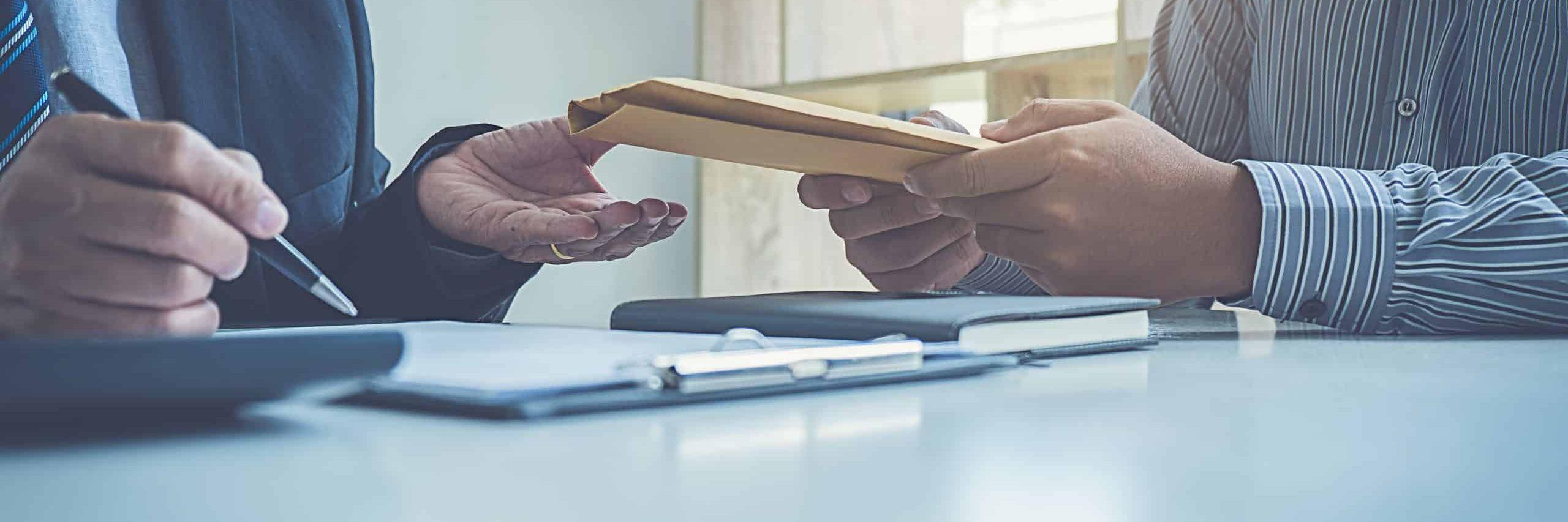 Transmission d'un dossier d'un huissier à son client